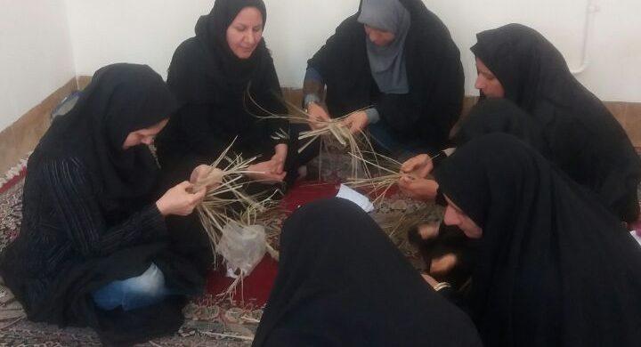 شروع دوره جدید کلاس های آموزش صنایع دستی حصیر بافی در میراث فرهنگی بافق