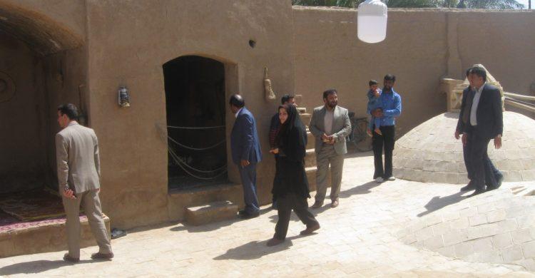 خدا قوت رئیس نمایندگی میراث فرهنگی بافق به خانواده حمامی زاده و مقامی