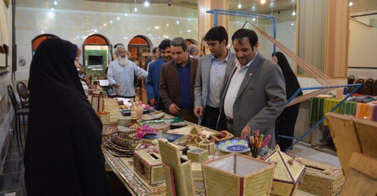 حضور هنرمندان حصیر بافی شهرستان بافق در نمایشگاه صنایع دستی استان یزد