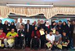 سمانه رمضانپور جایزه خود را از دستان قهرمان المپیک زهرا نعمتی گرفت