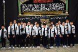 اجرای سرود ۲۰۰ نفری بچه های مسجد همزمان با لحظه تاریخی ورود امام خمینی(ره)