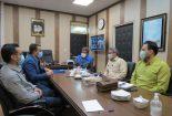 اهداء کارت همیار طبیعت به مدیر مجتمع سنگ آهن فلات مرکزی ایران